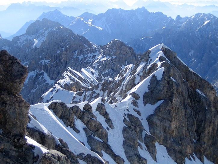 Zugspitze via Höllental: looking at the Jubiläumsgrat towards Alpspitze