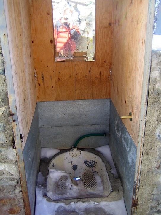 Mont Blanc: toilet at the Refuge Gonella