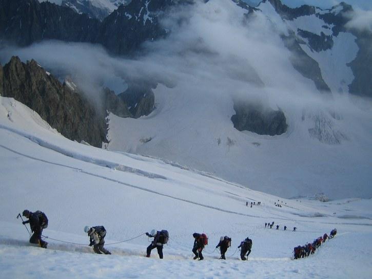 Barre des Ecrins: climbers ascending Glacier Blanc toward Breche Lory