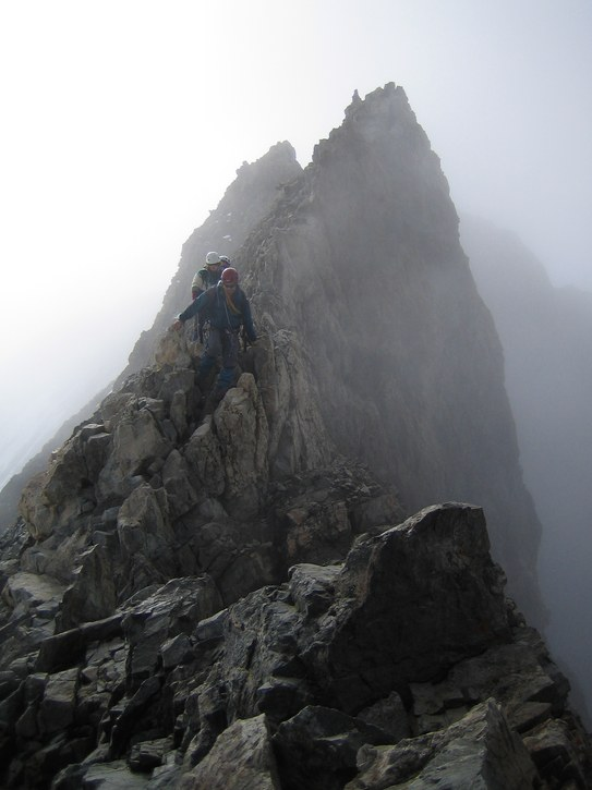 Barre des Ecrins: clouds moving over the summit ridge