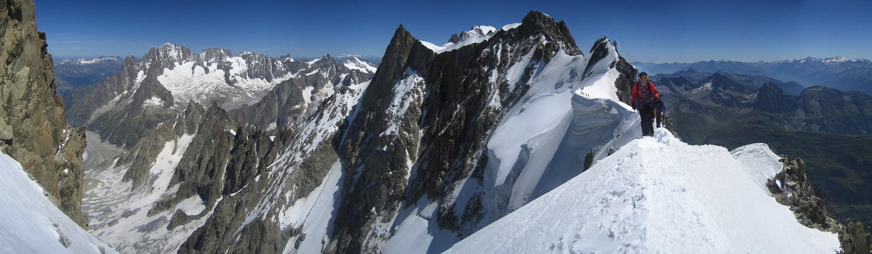 Salle a Manger: Dent du Geant, Aiguille Verte, Grandes Jorasses (4110 m), Aiguille du Rochefort (4001 m), and Arete de Rochefort