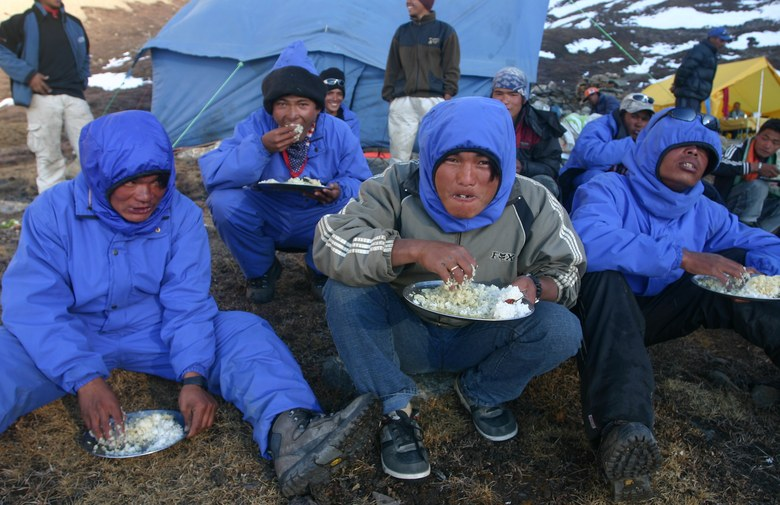 Tilicho Camp 2: porters at dinner