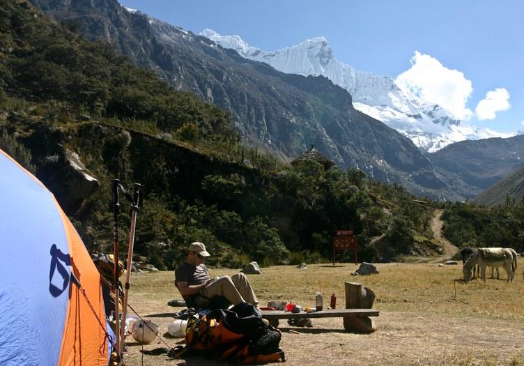 Cebollapampa: Cebollapampa with Chacraraju (6001 m)