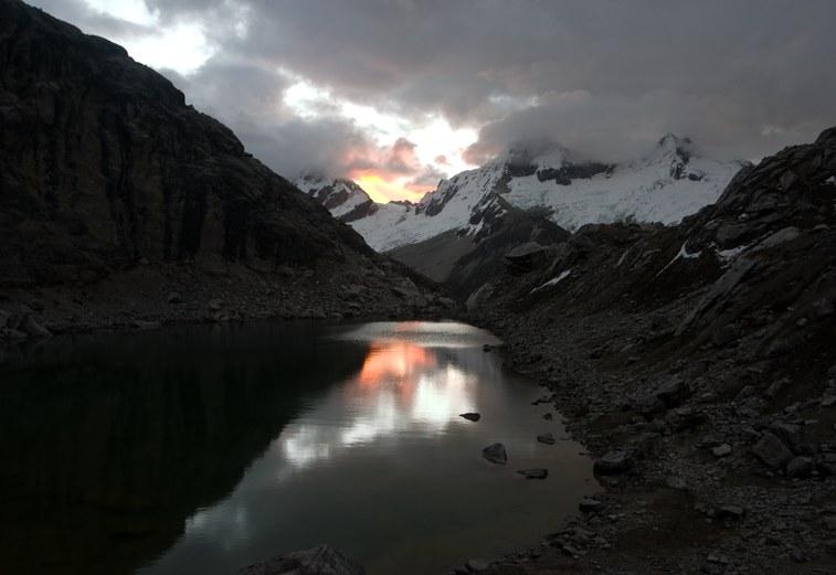 Yanapaccha Moraine Camp: sun set by the lake