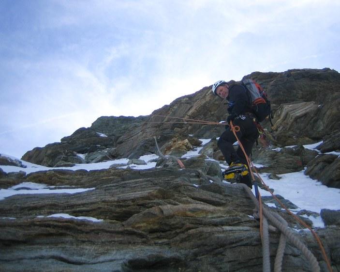 Matterhorn via Hörnli ridge: Peter rappelling the Moseley slabs