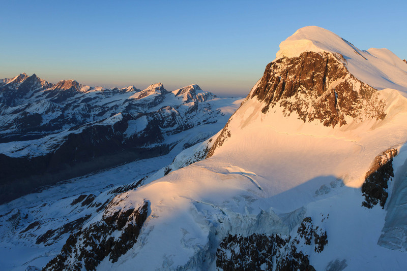 The Breithorn summit seen from Klein Matterhorn. (keywords: alpen, alps, berg, berge, breithorn, schweiz, sonnenuntergang, switzerland, valais, wallis, wächte, wächten, cornice, glacier, mountain, mountains, snow, sunset, swiss, wchte, wchten)