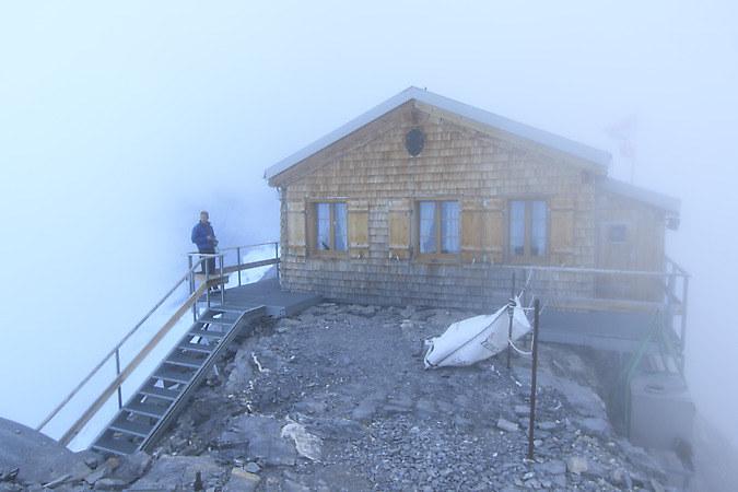 Mittellegi hut high up on the ridge (keywords: Dan, hut, Mitteleggihütte, Mitteleggihuette, Mittellegigrat, Eiger)