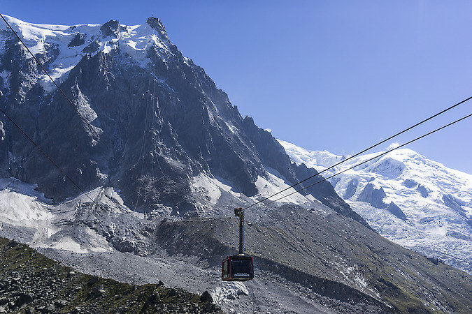 Taking the gondola from Chamonix to the Aiguille du Midi (keywords: Aiguille du Midi, gondola, Chamonix, Mont Blanc)