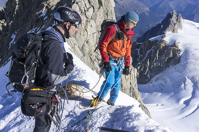 Climbers at the rappell to the Col Maudit (keywords: climber, alpinist, climber, mountaineer, climber, Kletterer, climber, Bergsteiger, rappell, Mont Blanc du Tacul, Wilfried, Aiguille du Midi)